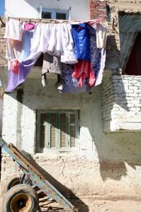 D'un petit air penché... dans AU FIL DU TEMPS... 2 Femme-Egypte-©-C.-Deher-199x300
